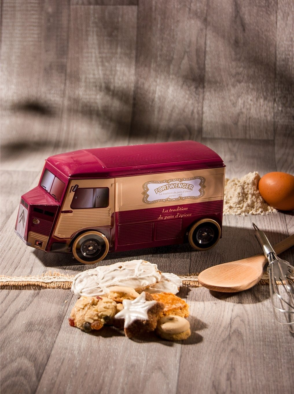 Fortwenger delivery van filled with gingerbread fingers and biscuits
