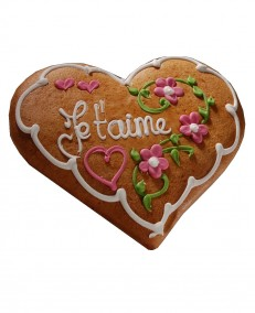 Alsatian gingerbread heart decorated with flowers
