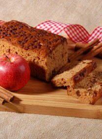 Gingerbread with appel and cinnamon
