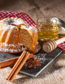 Kougelhopf's gingerbread with honey in a gift box